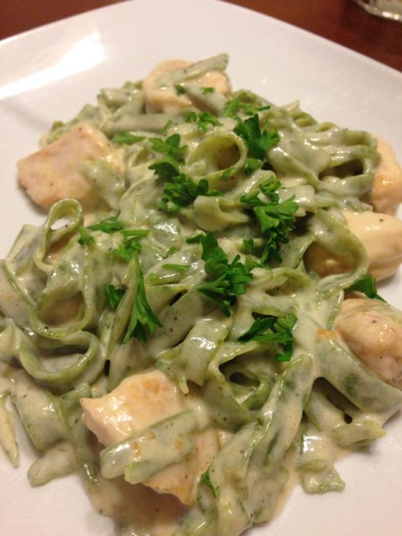 Spinach pasta & Chicken Alfredo
